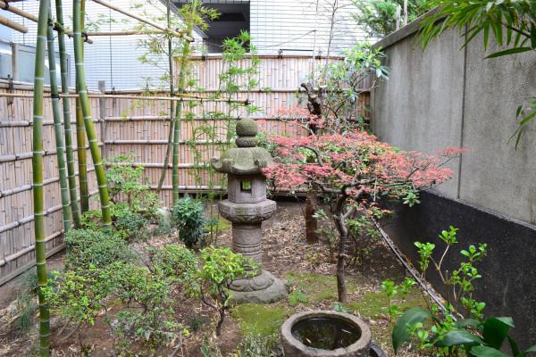 dix sources d 39 inspiration pour un jardin japonais parfait vivre au vert. Black Bedroom Furniture Sets. Home Design Ideas